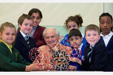Sir Harry Kroto with primary school childrem