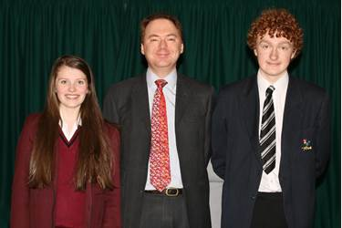 Mike Shaw with two of the pupils who attended the talk