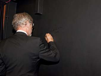 Sir Ian signs the Studio Theatre wall