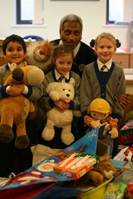 Bolton Lions collect the gifts