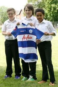 Cian Spencer-McDermott, Joshua Stephenson & Jameson Goloba with the shirt given to Josh by QPR