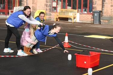 Using teamwork to reach for clues during Bomb Disposal