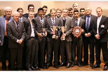 Geoff Ogden, Duncan Worsley and the winning U15s' team