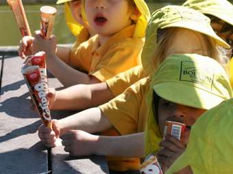 Enjoying ice lollies in the sun (5)