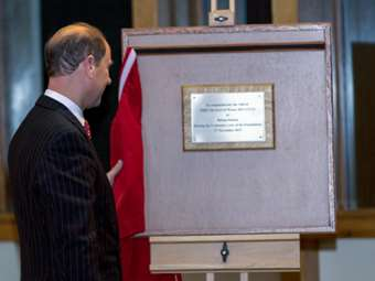 Unveiling a plaque commemorating his visit in the Centenary year