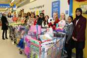 Y7 buying toys for Mission Christmas 2016 (3)