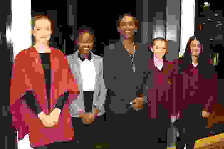 Lemn Sissay with pupils (1)