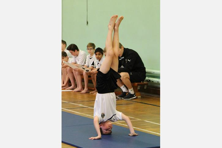 Y7 Gymnastics Final 2016 Headstand portrait
