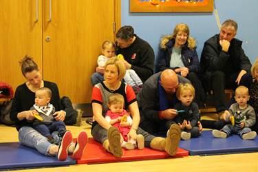 Rhythm Time Xmas 2016 babies with parents