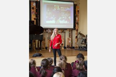Eilish McColgan with Year 4