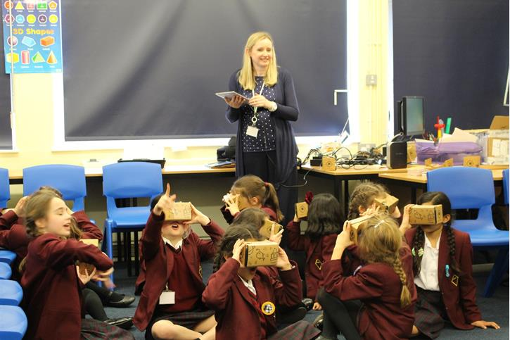 Google Expeditions - Looking around a virtual environment