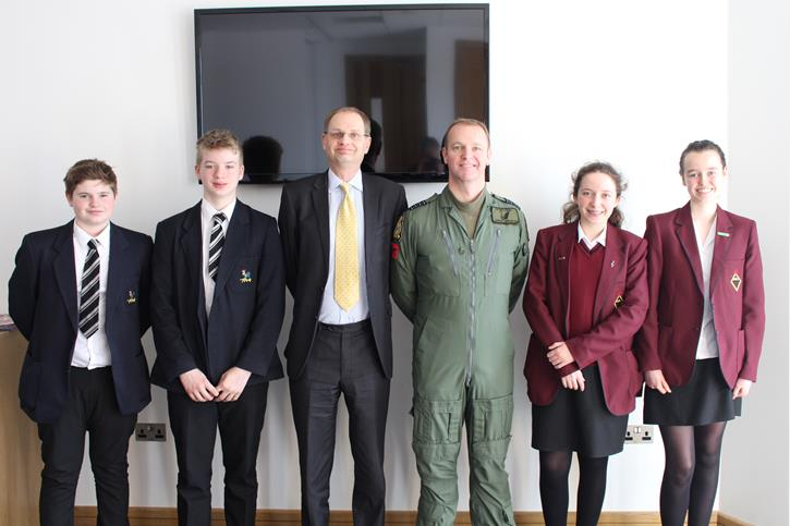 OB's Flying Visit Jason Appleton with pupils and BD Head