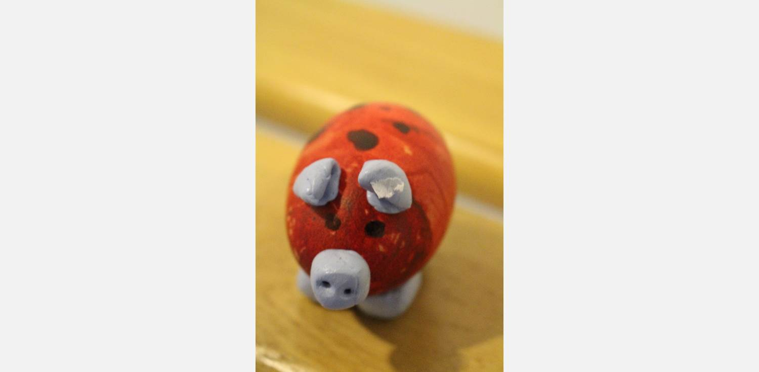 Easter Egg Decorating Pig