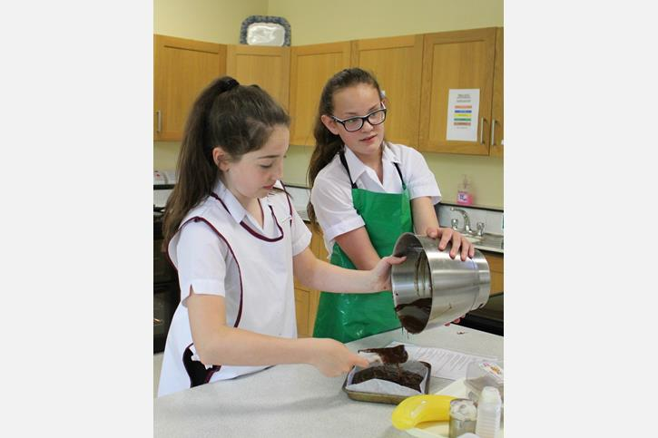 Bake Off 2017 Francesca pouring brownie mix