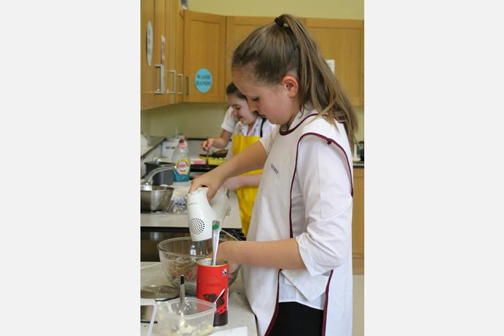 Bake Off 2017 Genevieve whisking