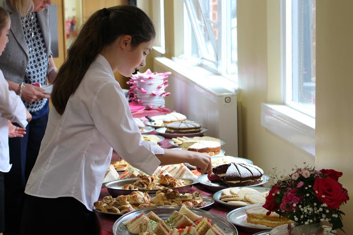 Y7 Lunches - a pupil serves