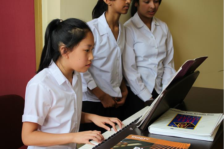 Y7 Lunches - piano music