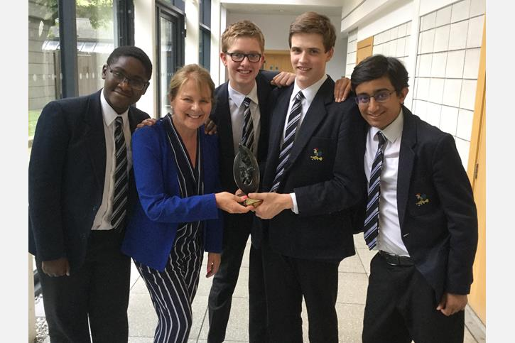 Chemquiz - team receiving trophy