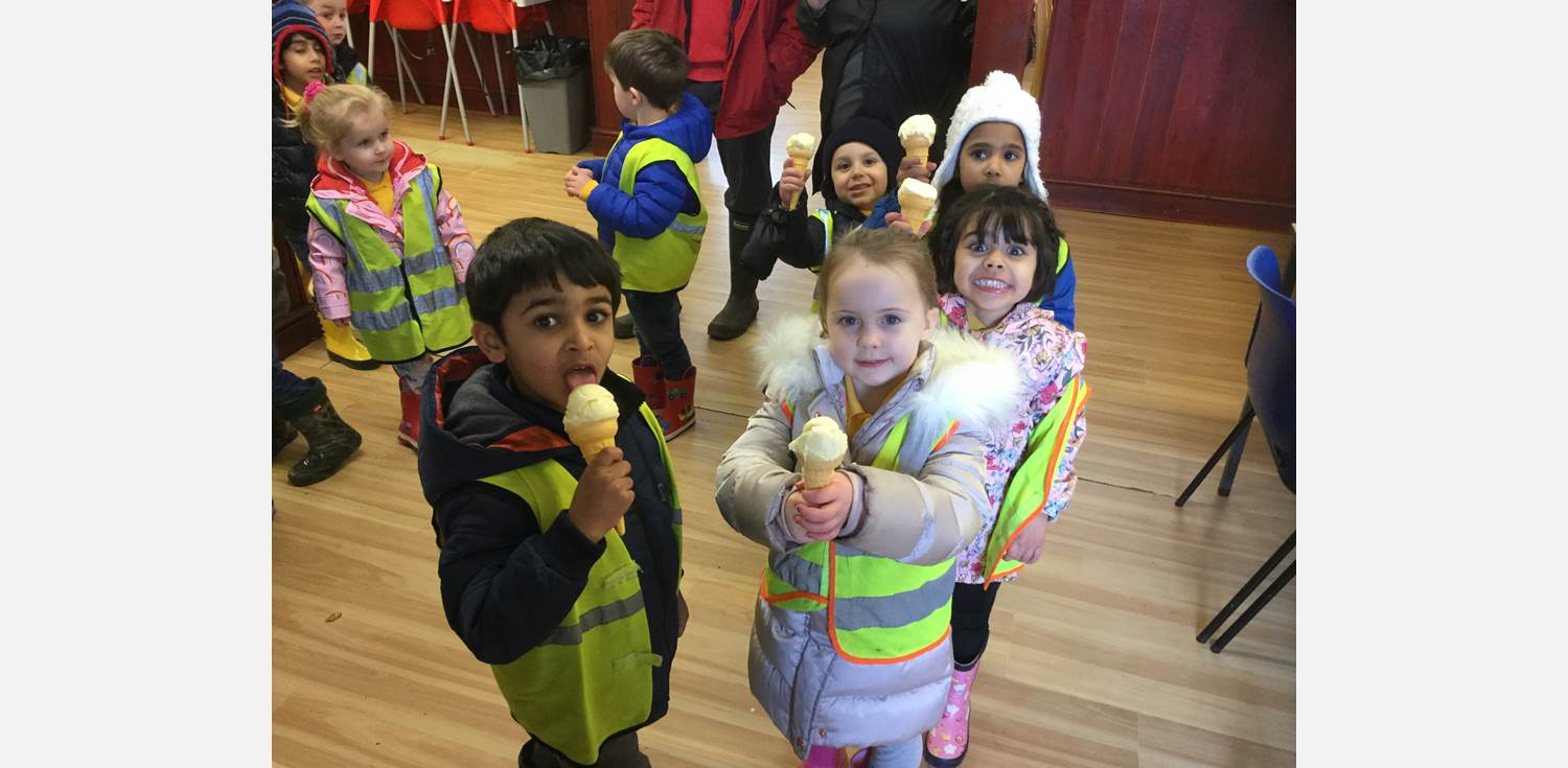 Nursery Class Smithills Open Farm ice cream