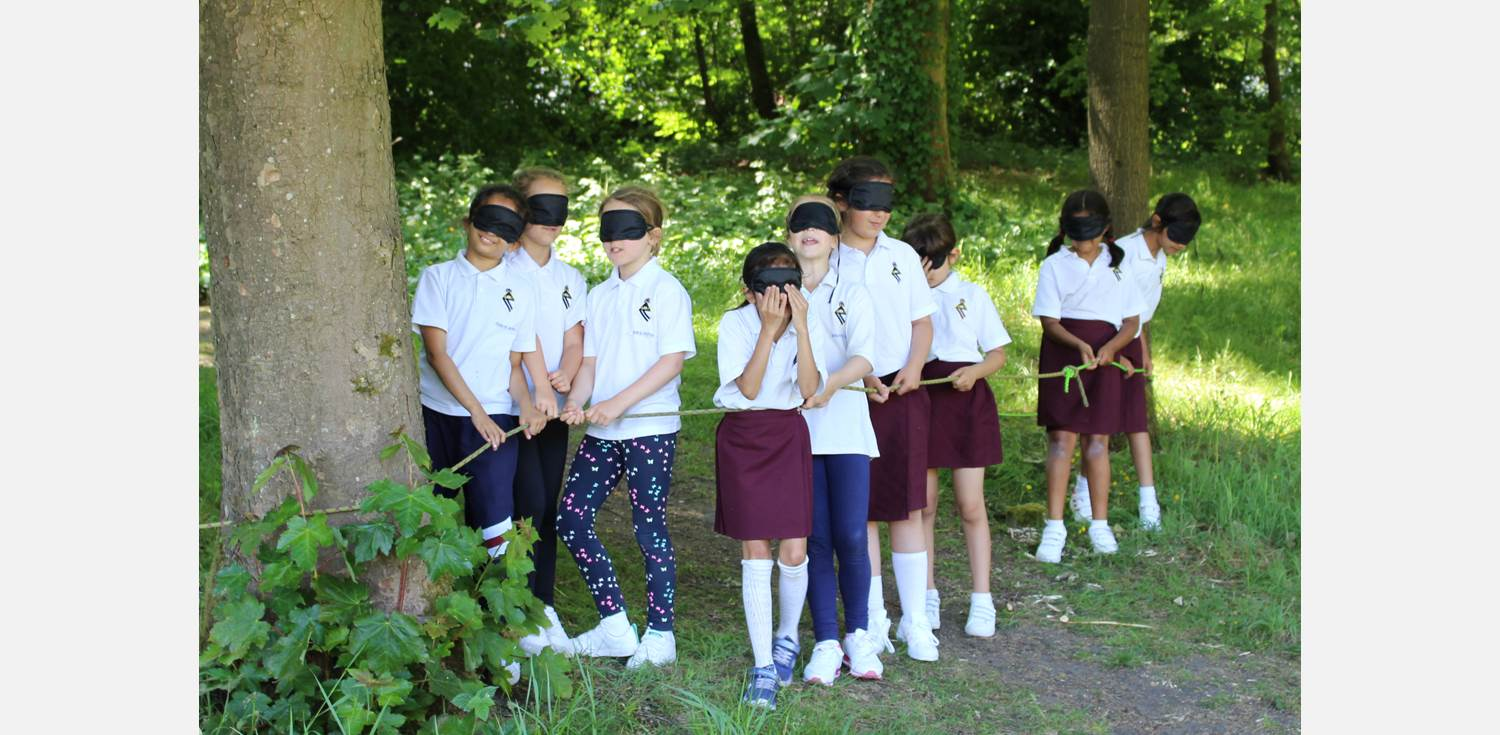 Outdoor Learning Y3 blindfold