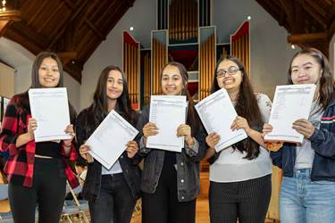 GD GCSE Results Day KKP-000409