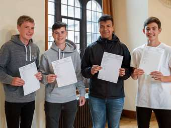 BD GCSE Results Day KKP-000336