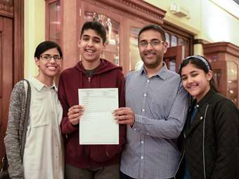 BD GCSE Results Day KKP-000362
