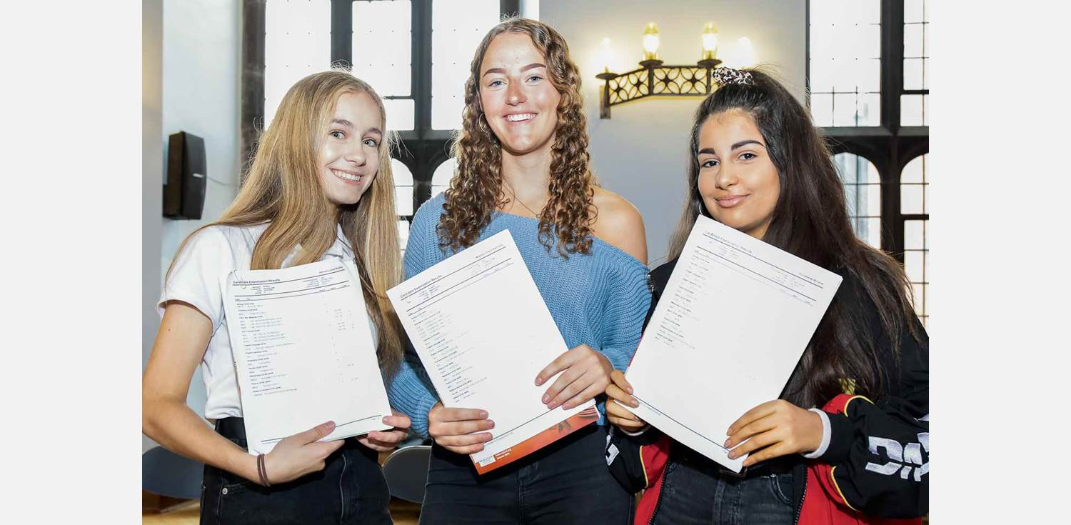 GD GCSE Results Day KKP-000425
